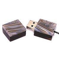 USB флешка из узорчатого агата с включениями кварца: открытая