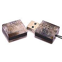USB накопитель из черного агата: открытая
