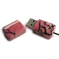 USB накопитель из родонита: открытая