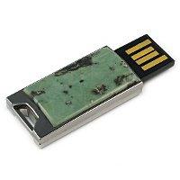 Флешка в металлическом корпусе со змеевиком: USB разъем выдвинут